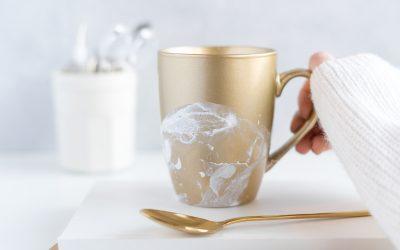 Batik Tasse – Tasse mit Nagellack gestalten