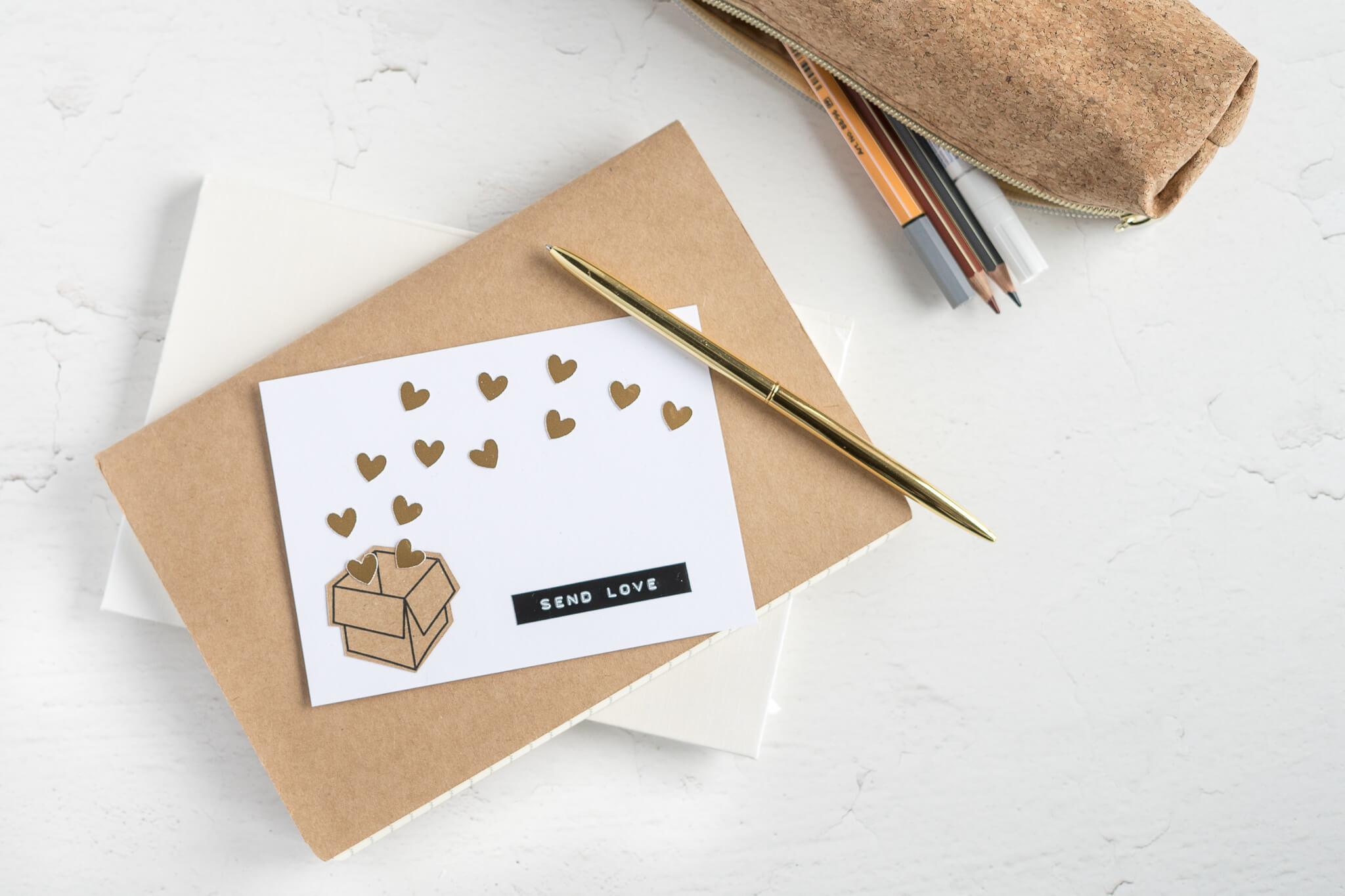 Valentinstagskarte mit goldenen Herzen zum selberbasteln mit DIY Anleitung